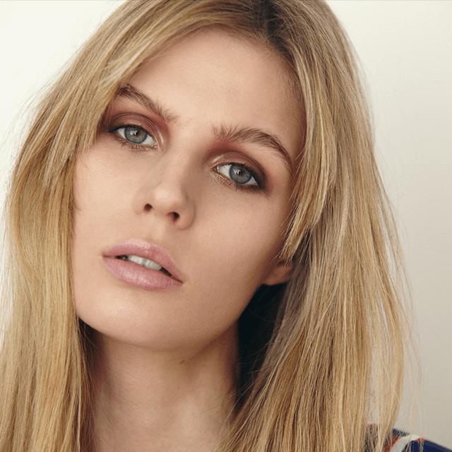 foto de belleza con maquillaje natural