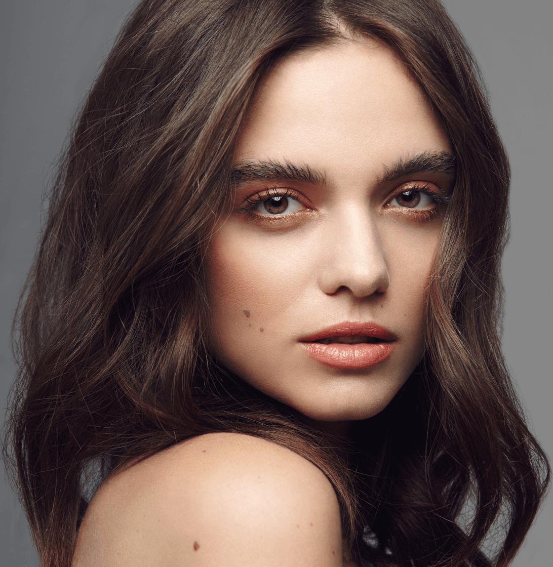 foto de modelo con maquillaje natural