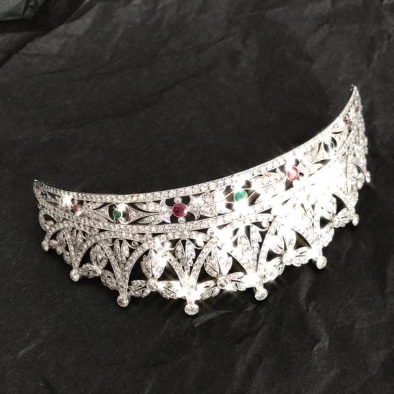 tiara diamantes rubies esmeraldas